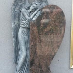 AURORA, Einzelstein in Form eines halben Herzens, mit angelehntem, großem Engel