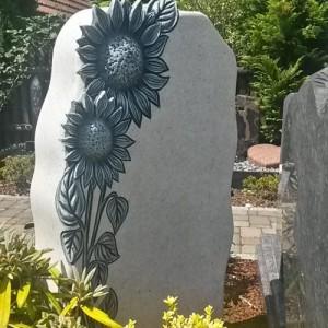 PEARL WHITE, mit ausgearbeiteter Sonnenblumen-Ornamentik