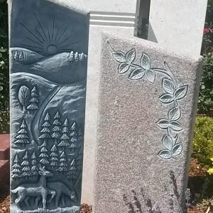 BARARP, Doppelstele mit plastischer Landschaftsornamentik sowie ausgearbeitetem Efeuornament
